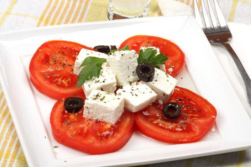 sliced tomato feta