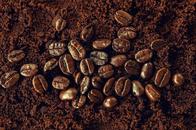 coffee grounds deodorize hands