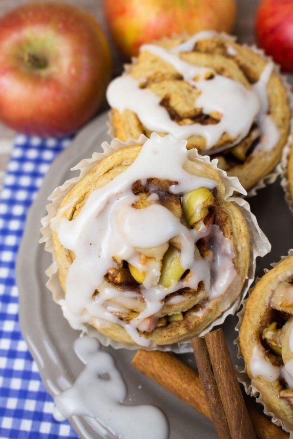 Cinnamon Rolls with Apples
