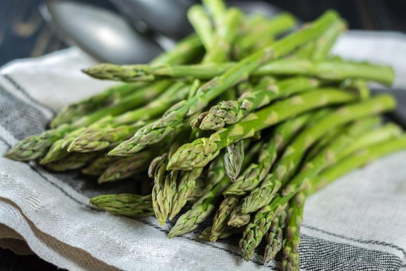 Cooked asparagus on a cloth