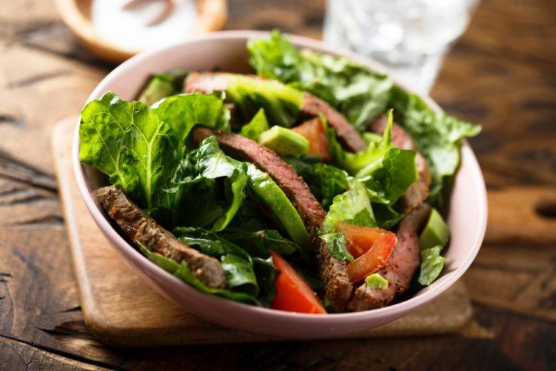 A leafy green salad in a bowl