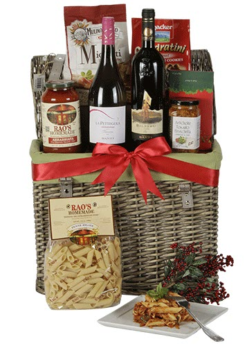 A tall basket with 2 bottles of wine and pasta sauce