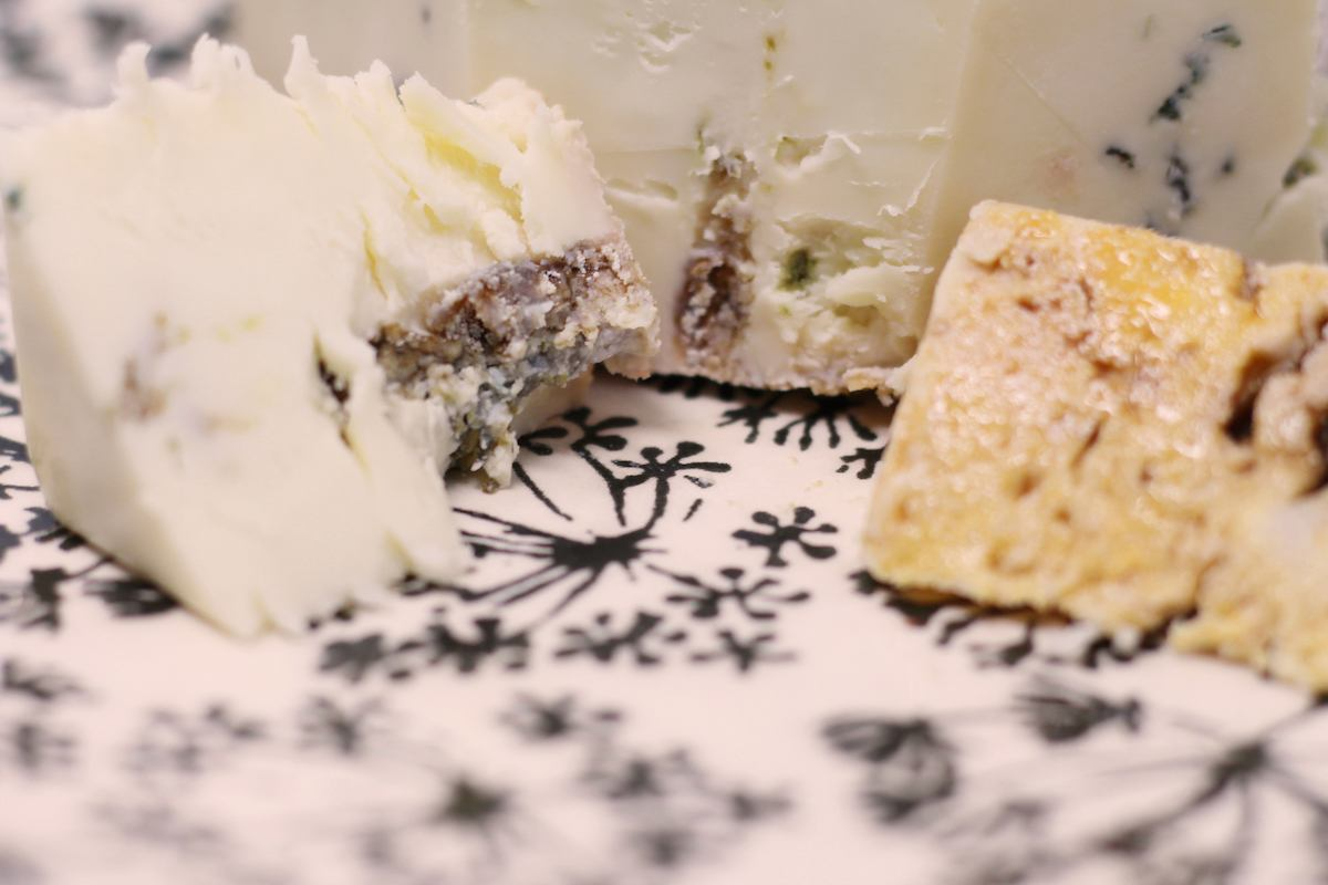 Andazu blue cheese markings