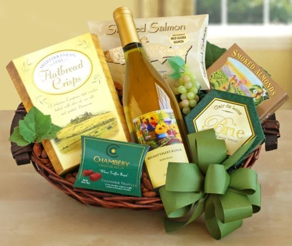 Basket that contains white wine and various snacks.