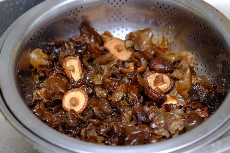 drain mushrooms