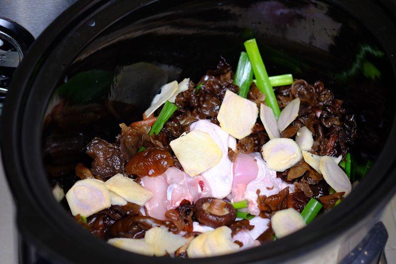 chicken mushroom and aromatics
