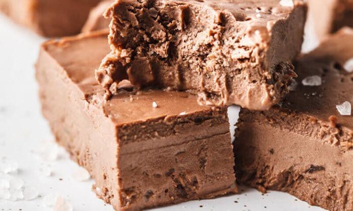 A close up image of chocolate fudge