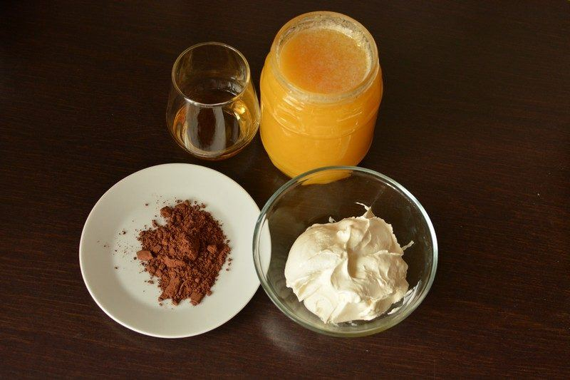 Chocolate and whiskey ice cream ingredients