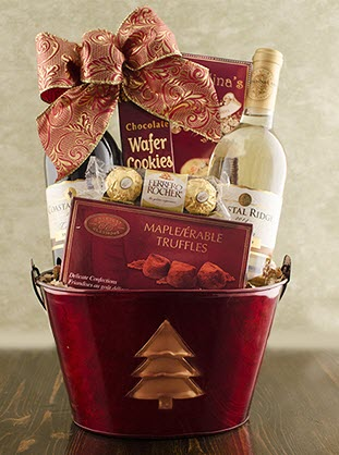Oval tin with a Christmas tree, containing wine and snacks