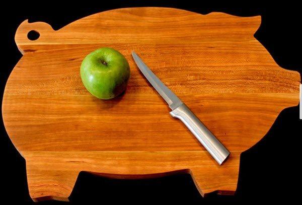 Cutting board shaped like a pig