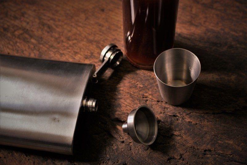 custom engraved flasks  create  perfect gift