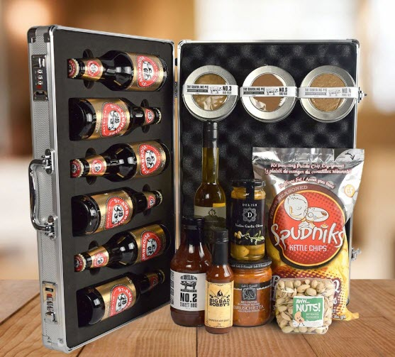 An open briefcase containing 6 bottles of beer and various spices. In front of it are some snacks and sauces.