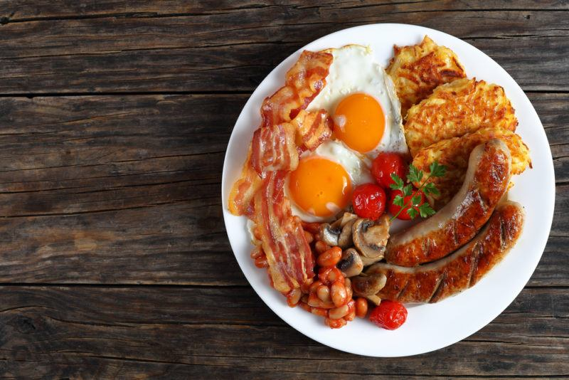 A breakfast fry up that includes hash browns rather than bread