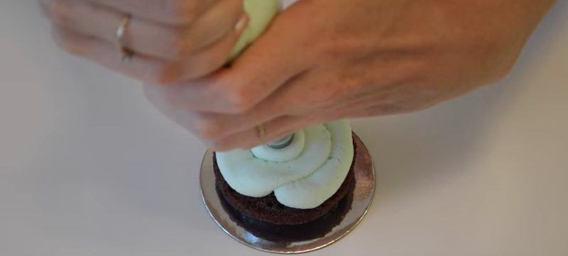 Ghiradelli Mint Chocolate Mini Cakes middle frosting
