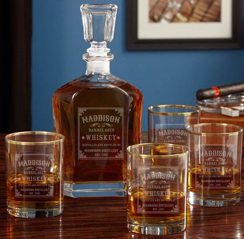 Whiskey decanter with four whiskey glasses and a cigar