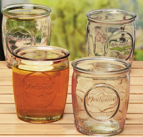 A set of 4 whiskey glasses