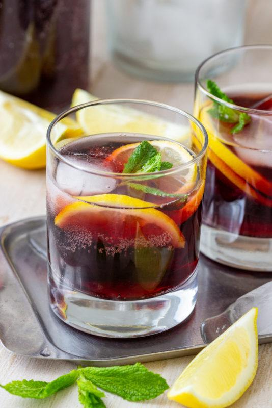 A kalimotxo cocktail in a glass
