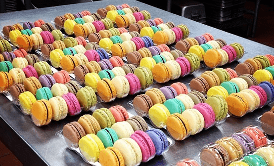 A large number of different macarons