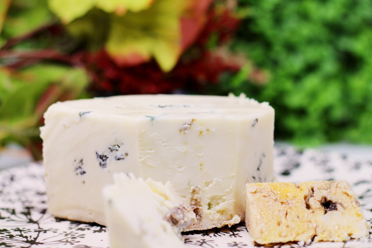 Queso Azul Andazul cut with rind showing