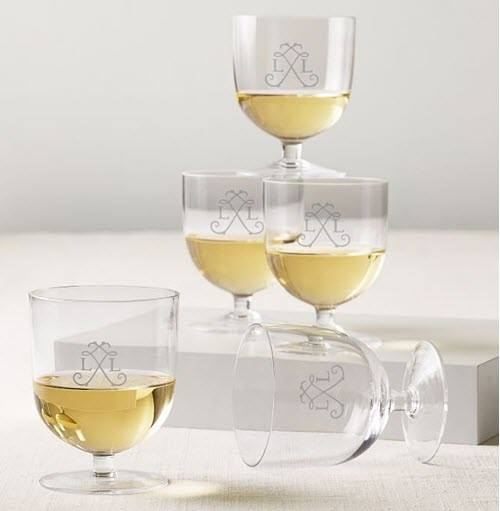 5 short stemmed wine glasses with white wine