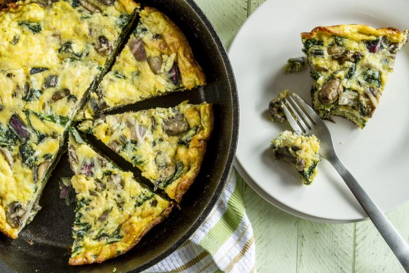 A frittata that contains spinach and mushrooms