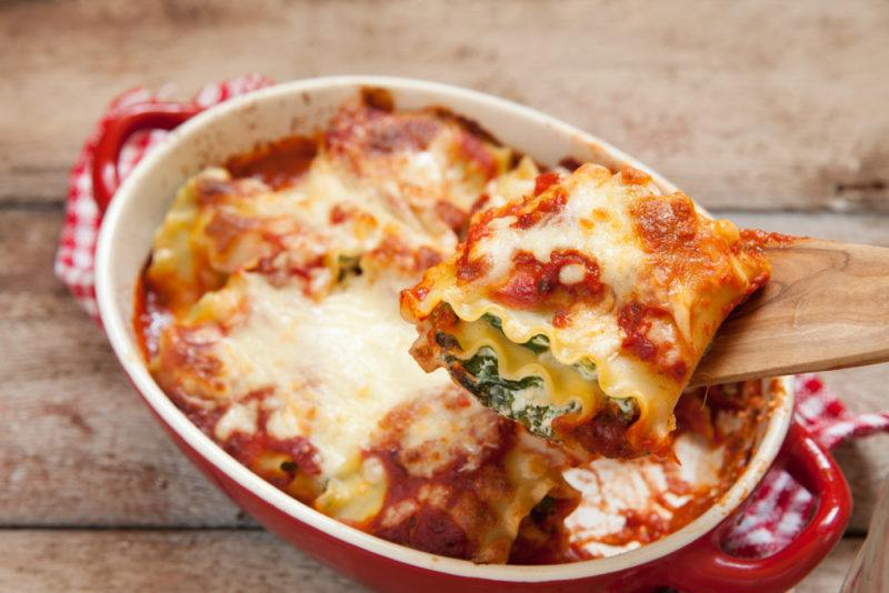Lasagna rols that include spinach and red sauce