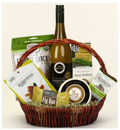 Basket with wine and snacks