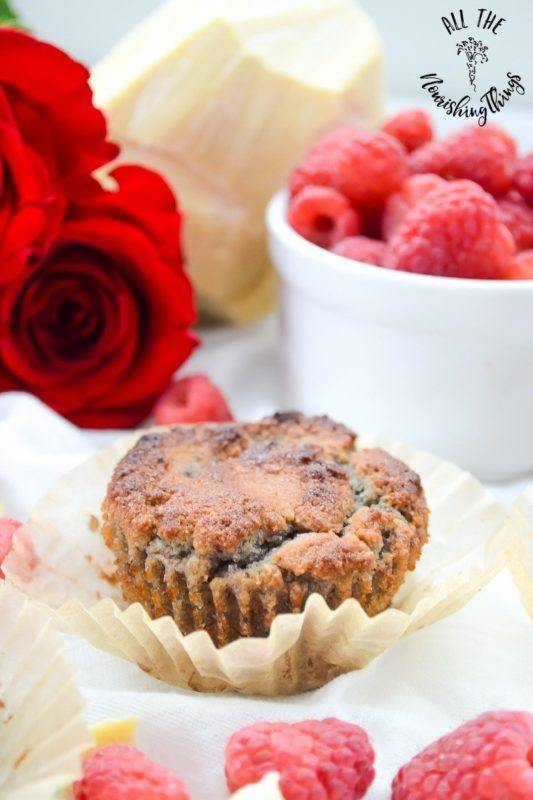 Muffins with white chocolate and raspberry flavors