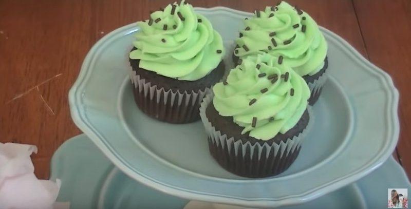basic mint chocolate cupakes sprinkles final