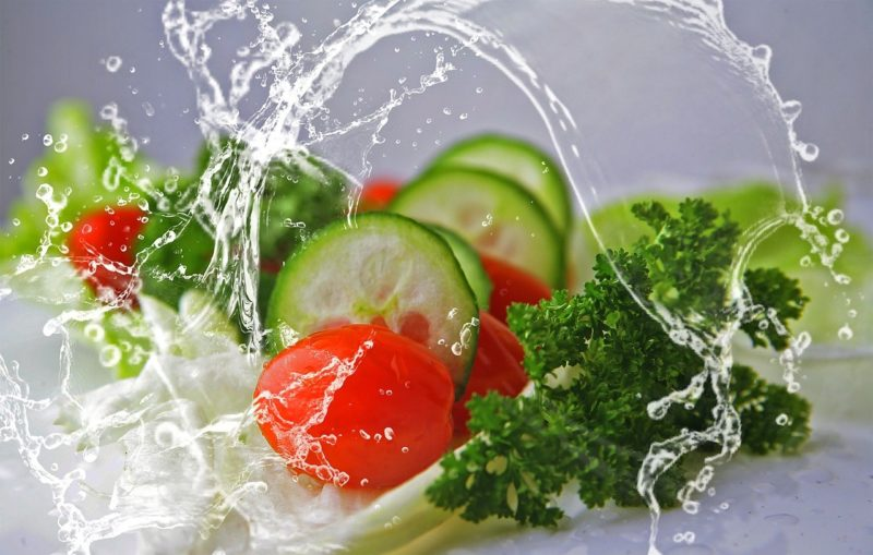 some fresh, green vegetables splashing in water to represent where to buy fresh vegetables online