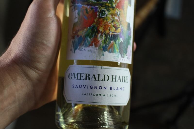 emeral-hare-sauvignon-blanc-closeup-of-bottle