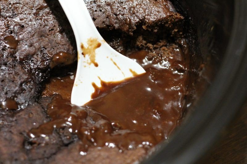gooey-lava-cake-chocolate-sauce