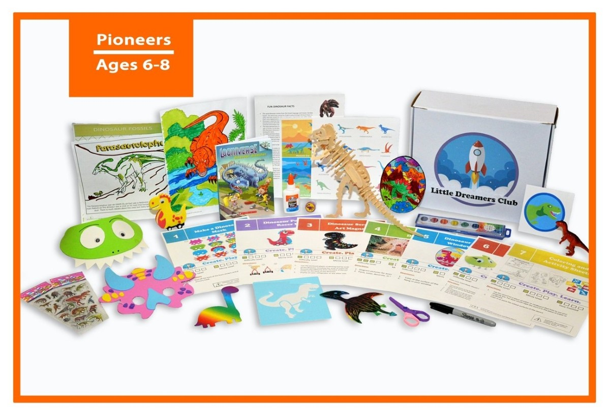 Little Dreamers Dinosaur craft kit for ages 6-8 with various small crafts including small model dinosaur, instructional cards, books, and more