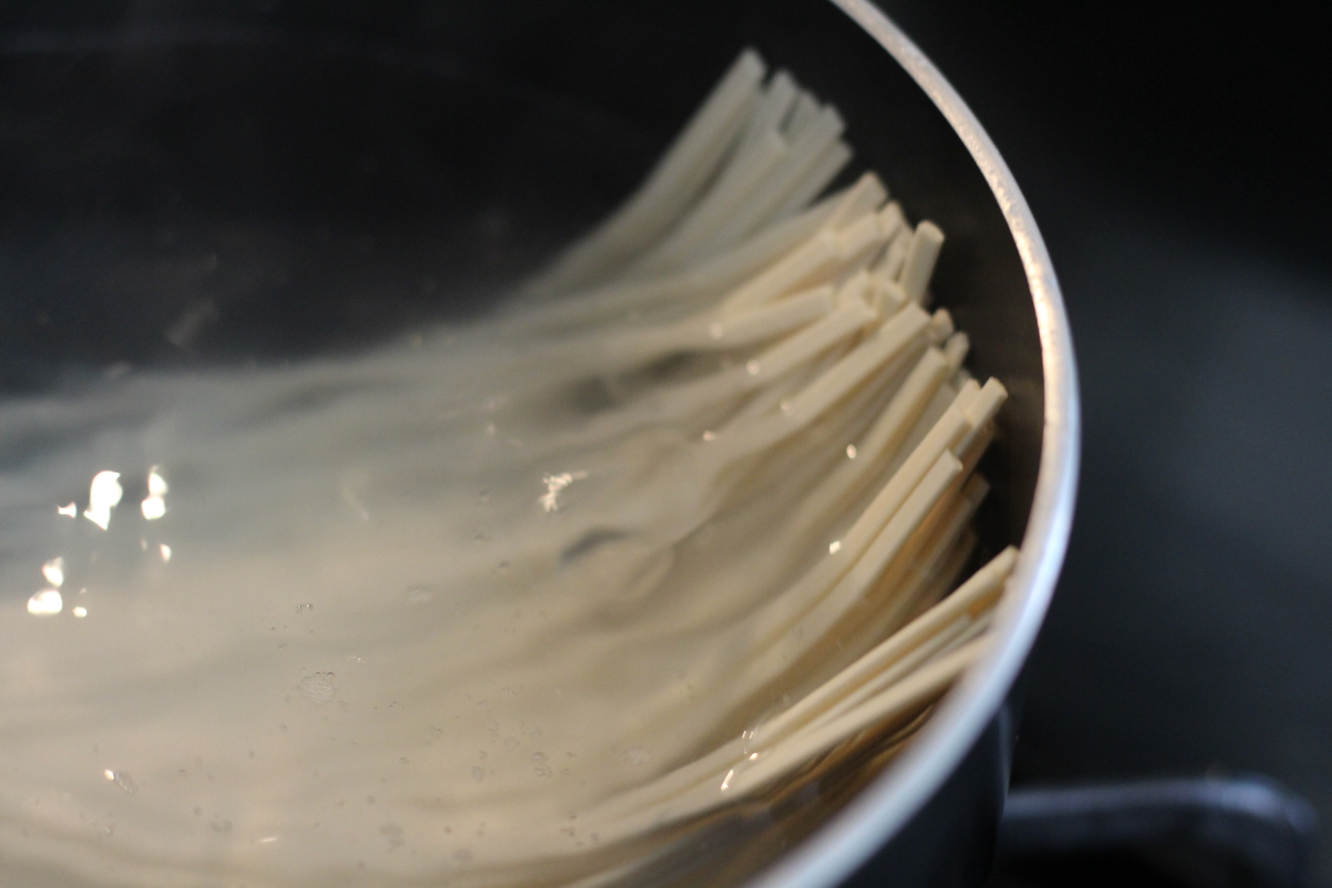 udon rice noodles cooking